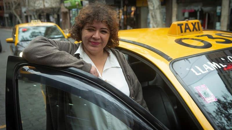 Ellas te llevan a casa: las taxistas sororas que enfrentan el acoso callejero